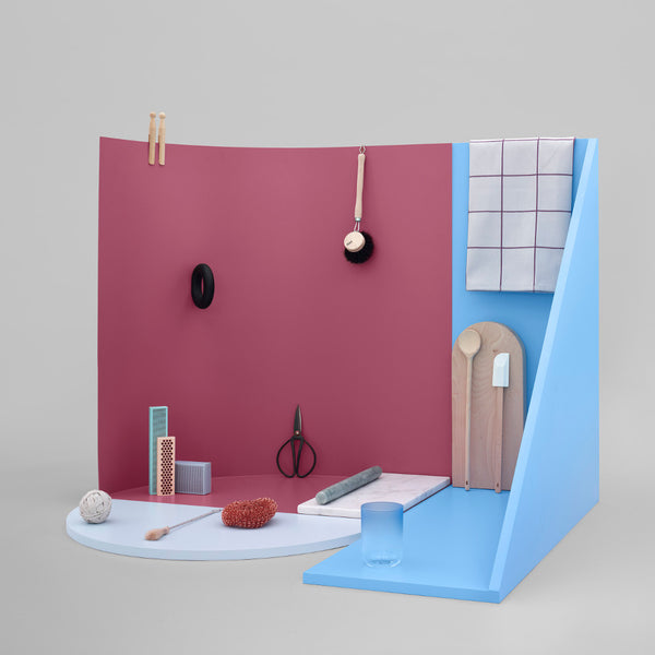 Display with small black kitchen scissors by HAY