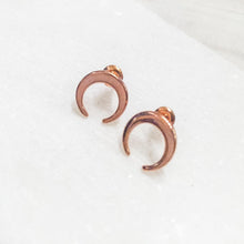 Crescent Stud Earrings Uni-T