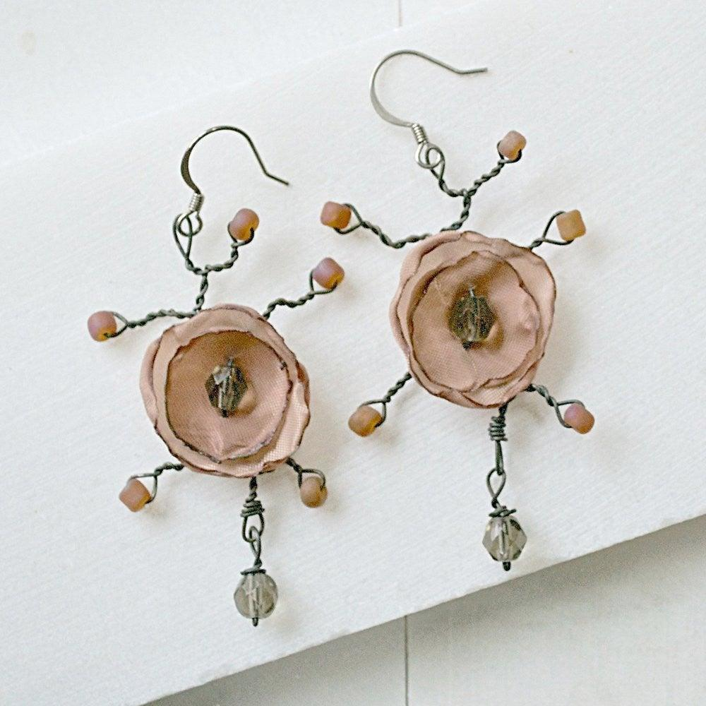 Flower Earrings - Nude - Uni-T
