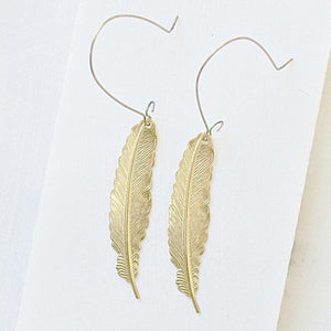 Feather earrings on golden on long brass hooks - Uni-T