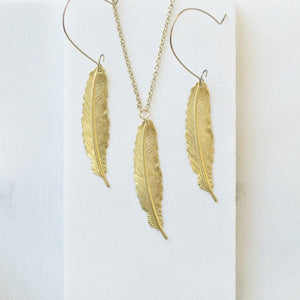 Feather earrings on golden on long brass hooks Uni-T