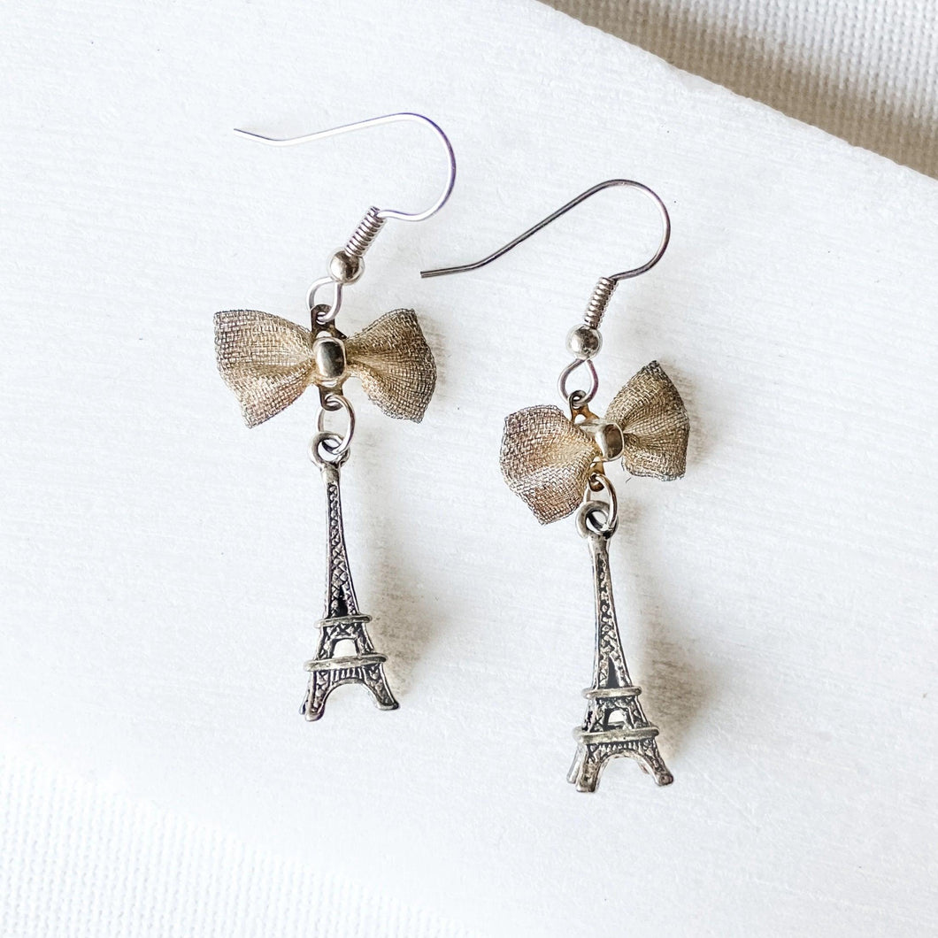Eiffel Tower Charm Earrings with Bows Uni-T