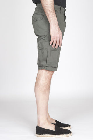 Strategic Business Unit - 00810 - Bermuda Cargo Shorts In Cotone Elasticizzato Verde Militare - Classic Regular Fit Cargo Shorts In Military Green Stretch Cotton - ミリタリーグリーンストレッチコットンの古典的なレギュラーフィットカーゴパンツ