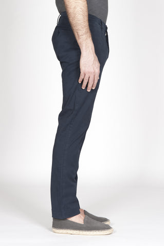 Strategic Business Unit - 00319 - Pantaloni Chino Classici Blue Navy In Cotone Stretch Regular Fit - Classic Regular Fit Chino Pants In Navy Blue Stretch Cotton - ネイビーブルーストレッチコットンで古典的なレギュラーフィットチノパン