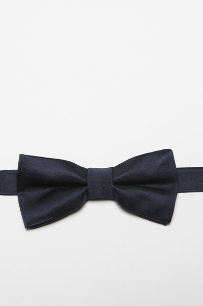 Strategic Business Unit - 00378 - Papillon Annodato In Raso Di Seta Blue Navy - Classic Ready-Tied Bow Tie In Navy Blue Silk Satin - ネイビーブルーのシルクサテンで古典的な準備ができて結ばれた蝶ネクタイ