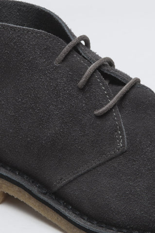 Strategic Business Unit - 00499 - Classic Desert Boots Mid Top Scamosciate Grigie - Classic Mid Top Desert Boots In Grey Suede Leather - グレーのスエードレザーでクラシックなミッドトップデザートブーツ