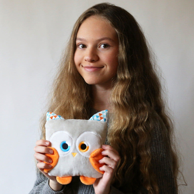 Poketti plush toy owl stuffed animal bird with a useful back pocket, designed by young entrepreneurs