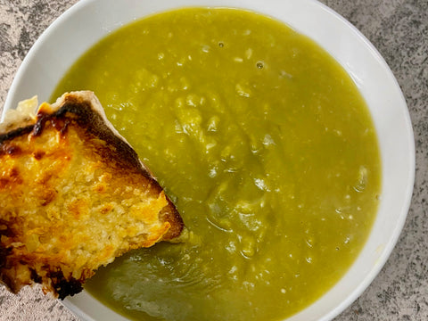 split pea soup with bread
