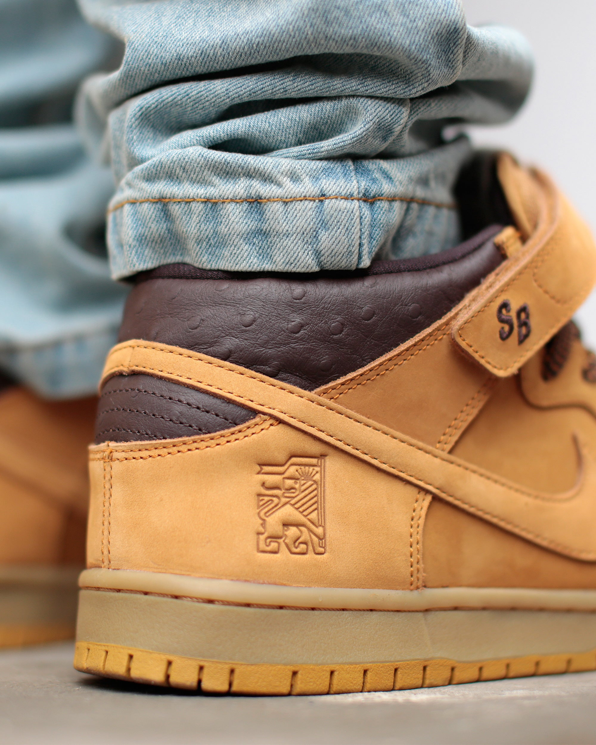 huge selection of 8a246 99d95 Nike SB Dunk Mid Pro