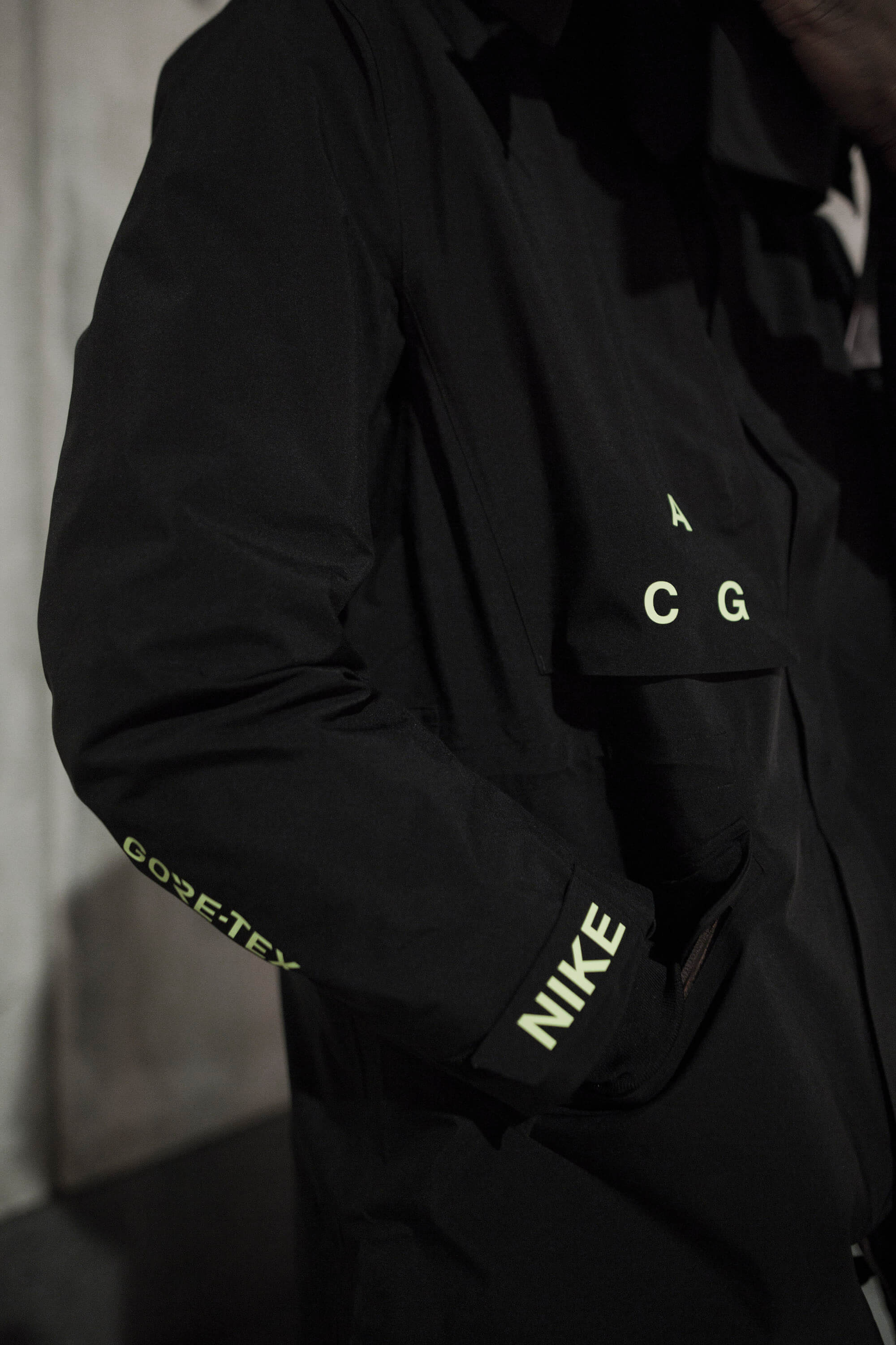 product:nikelab-mens-nrg-acg-gore-tex-coat-aq3516-010