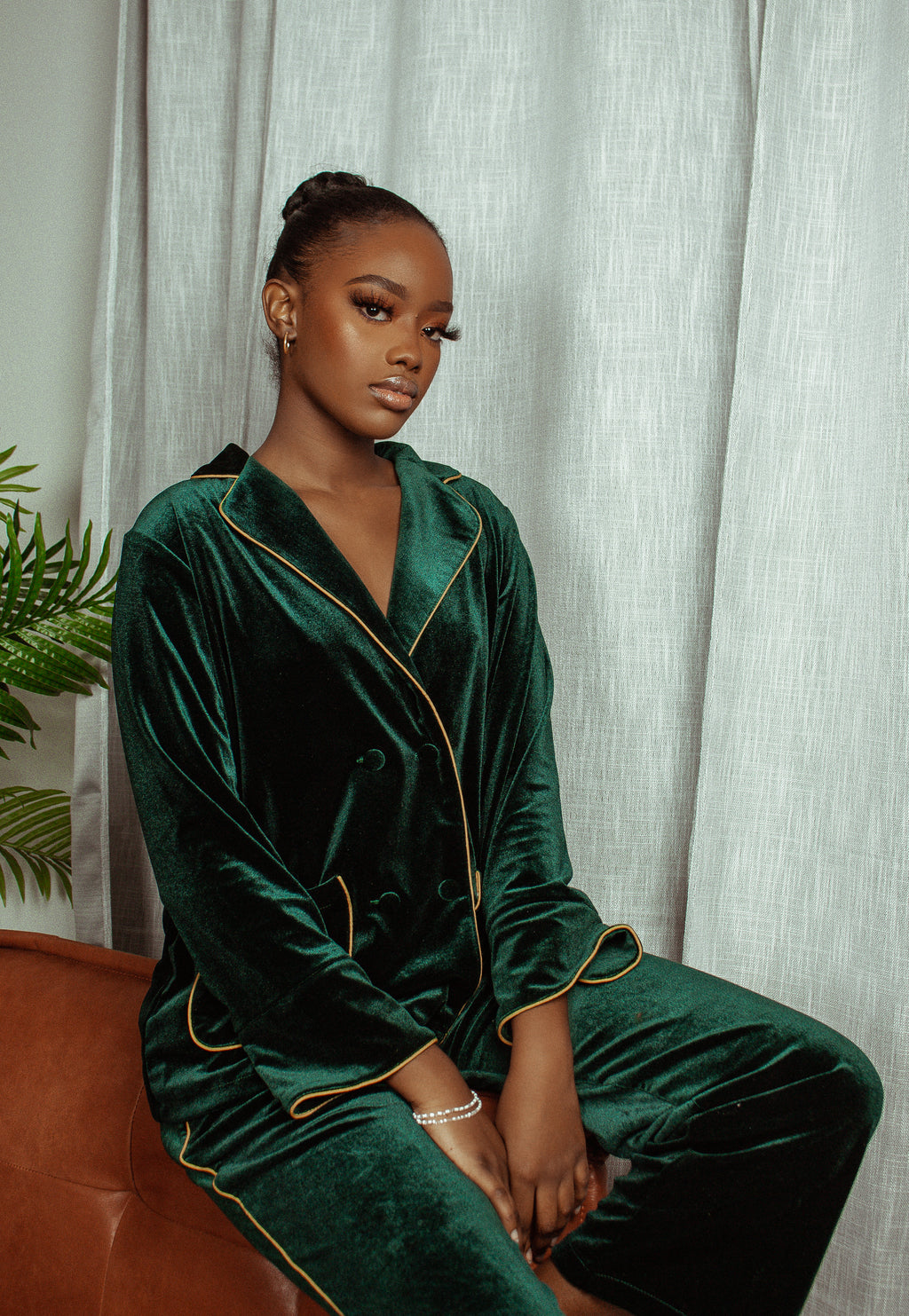 "GREEN ""LOUNGE WITH ME"" VELVET SET"