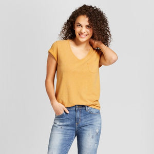 THE MUSTARD V-NECK POCKET TEE