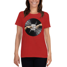 Load image into Gallery viewer, Da Vinyl • Respect Vinyl • Frauen Kurzarm T-Shirt