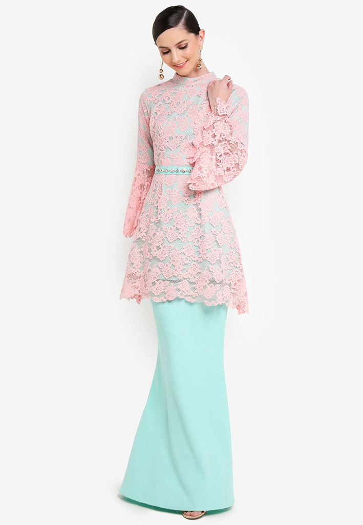 CURACAO - LACE KURUNG W/ FLARE SLEEVE AND CRYSTAL BELT - LIGHT PINK