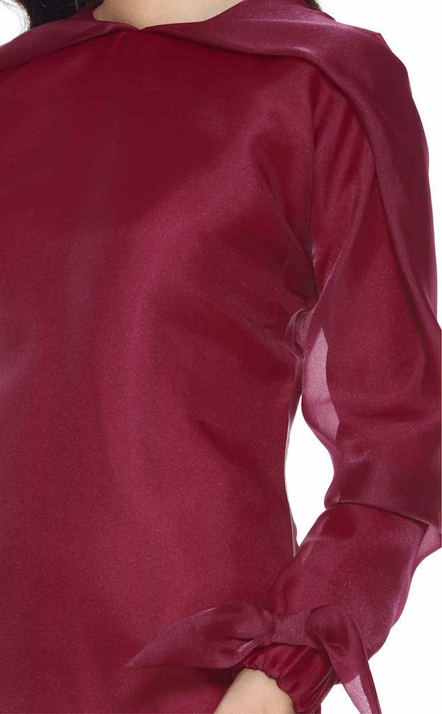 RED SAGE - MODERN ORGANZA BAJU KURUNG FEATURES AN OVERSIZED PLEATED DETAILING ON THE NECKLINE (MAROON)
