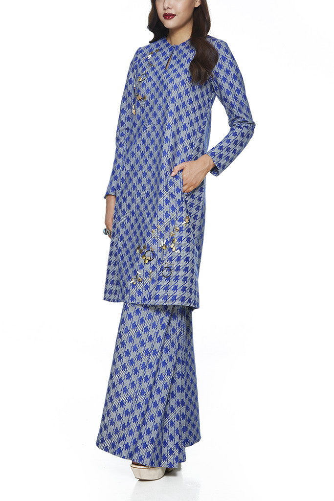 BLUE SAFFRON - A-LINE BAJU KURUNG  WITH BEADING DETAILING NEAR THE CHEST AND HEM WITH FRONT POCKETS ON THE PANELS OF THE TOP (BLUE)