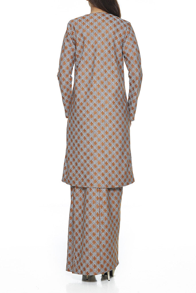 BROWN SAFFRON - A-LINE BAJU KURUNG  WITH BEADING DETAILING NEAR THE CHEST AND HEM WITH FRONT POCKETS ON THE PANELS OF THE TOP (BROWN)