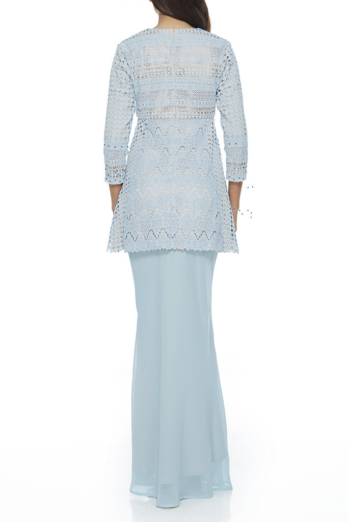 TURQUOISE HALBA - MODERN BAJU KURUNG WITH 3 DIFFERENT LACE CROCHET PANELLING AND SUPER FLATTERING CHIFFON BIAS SKIRT (TURQUOISE)