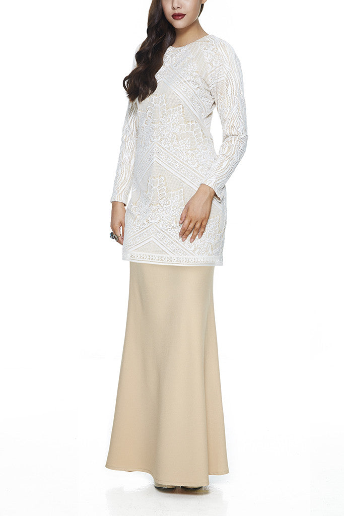 WHITE JINTAN - MODERN BAJU KURUNG WITH 3 VIBRANT EMBROIDERED LACE PANELLINGS (WHITE)