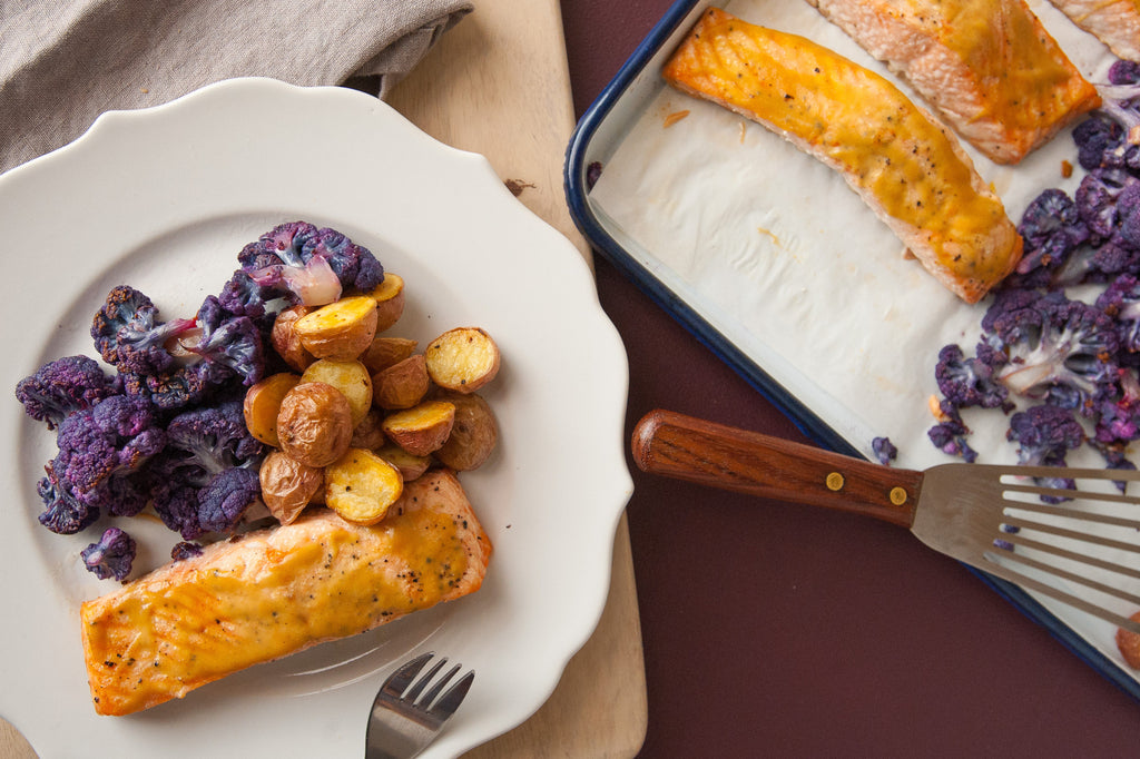 6 Ingredient Dinner! Roasted Salmon with Potatoes & Cauliflower