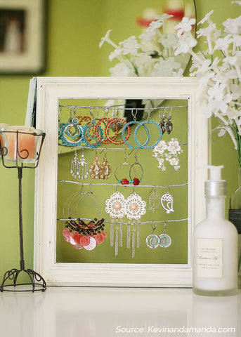 DIY jewelry stand from picture frame - 5 Creative Upcycling Ideas to Style your Home Sustainably on Prosperity Candle Blog