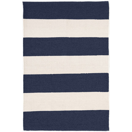 falls village stripe indoor/outdoor rug (navy)