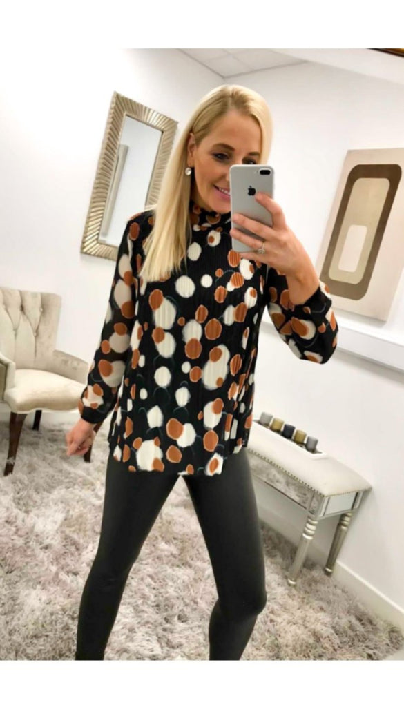 7127 Jaxon Black Crinkle Spot Top