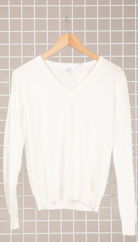 1-7628 White Fine Knit Jumper