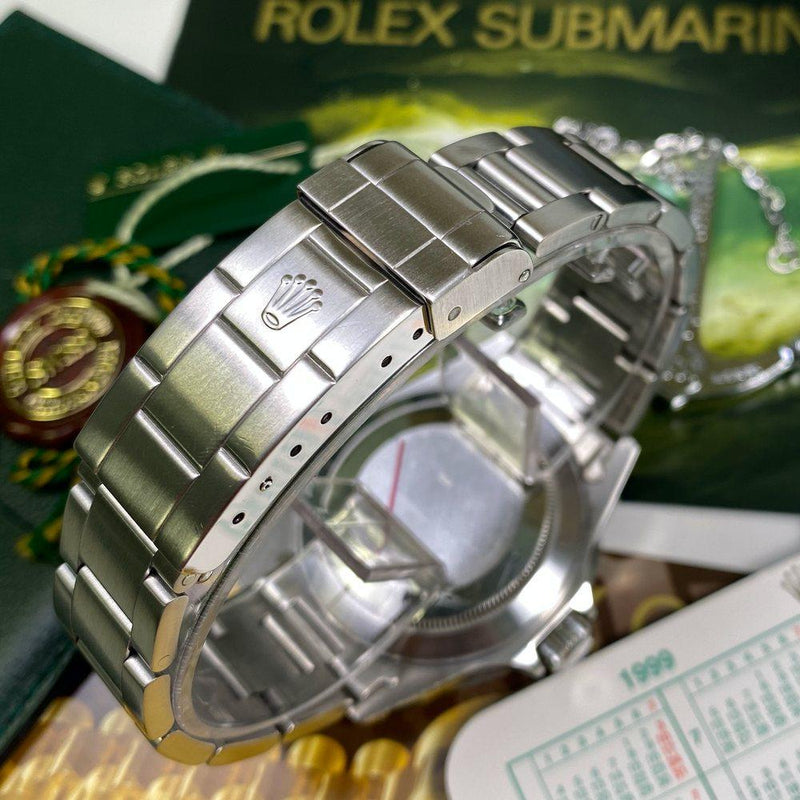 Rolex Submariner 16610 Date •SWISS DIAL• (1999 - A Serial) - Swiss Watch Trader