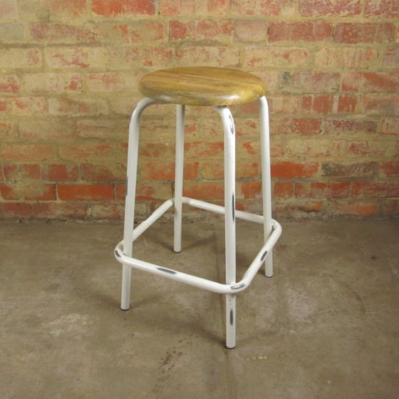 Rustic white bar stool with wooden top. 70cm height. Antiqued finish.