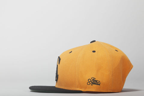 Logo Snapback in Yellow and Black