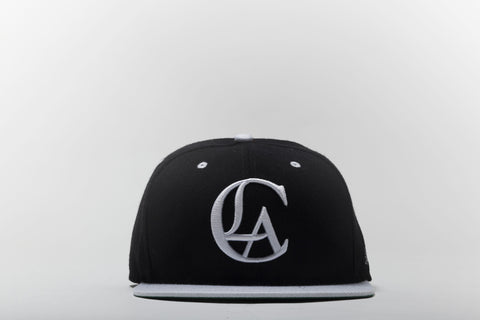 Logo Snapback in Black and White