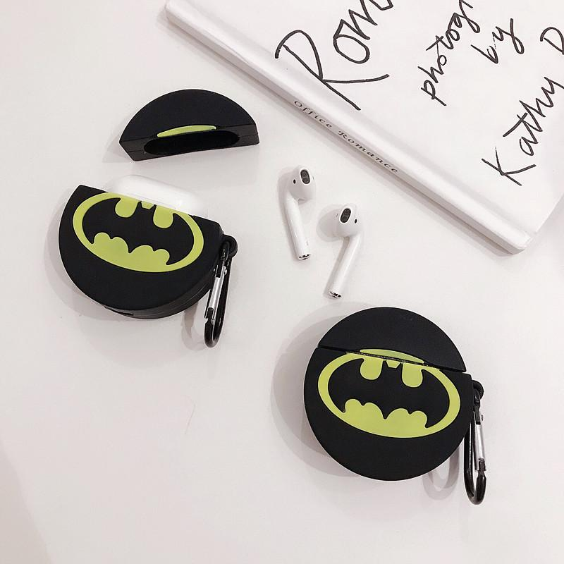 BATMAN ROUND  SILICONE AIRPODS CASE 1/2 - Hanging Owl