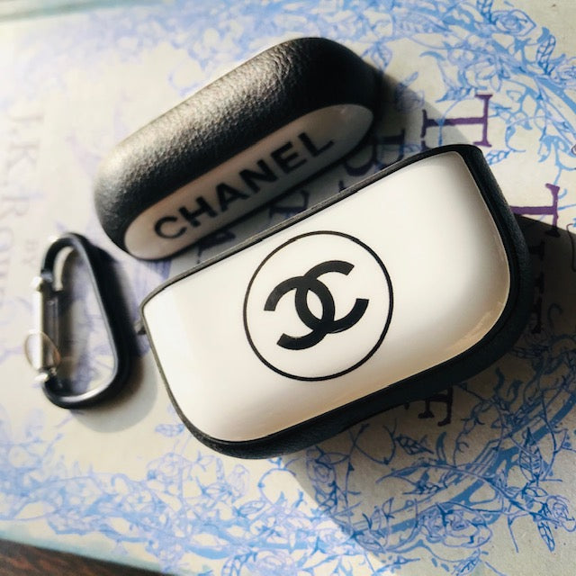 CHANEL GLOSSY SILICONE COVER FOR AIRPODS PRO - Hanging Owl