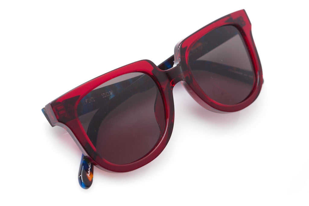 Lyons is a contemporary take on the iconic wayfarer silhouette, with a flat-top shape that is perfect for everyday wear.  Free shipping and lifetime warranty.  This frame features a handcrafted burgundy and blue steel acetate frame.