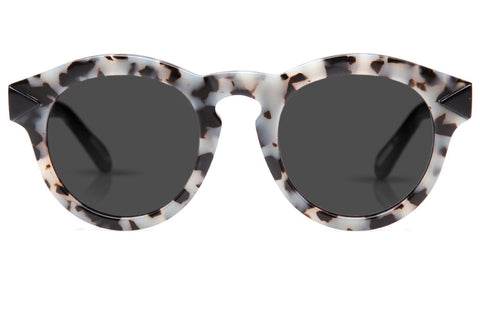 Expressing the eccentric style of the French Quarter, Toulouse's flat lenses, two-tone construction, and rounded, vintage-inspired shape evokes a soulful, offbeat vibe.  Free shipping and lifetime warranty.  Grey flat lens and handcrafted catahoula acetate frame.