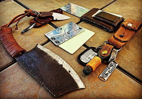 Bushcraft Card-Grimworkshop-bugoutbag-bushcraft-edc-gear-edctool-everydaycarry-survivalcard-survivalkit-wilderness-prepping-toolkit