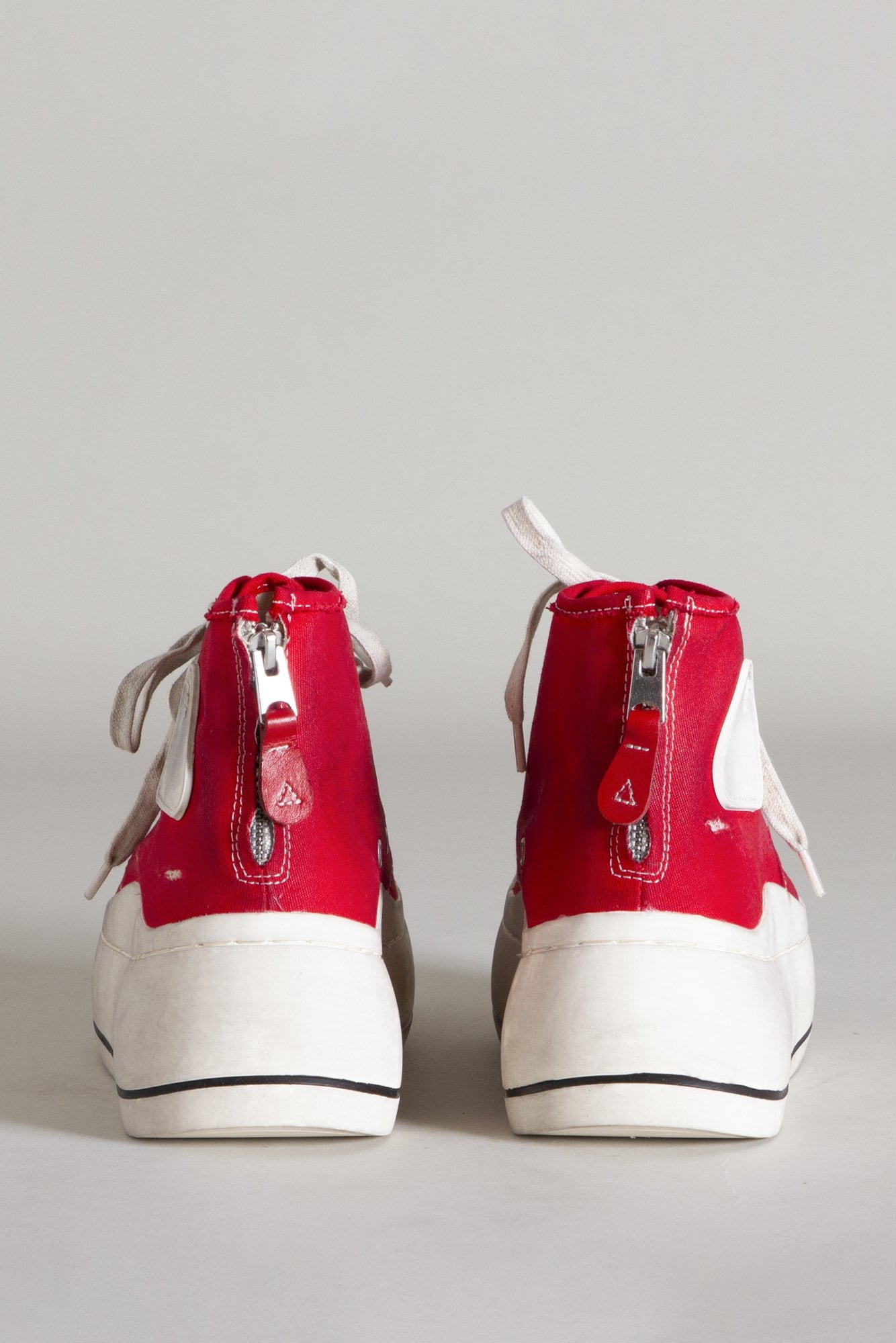 High Top Sneaker - Red