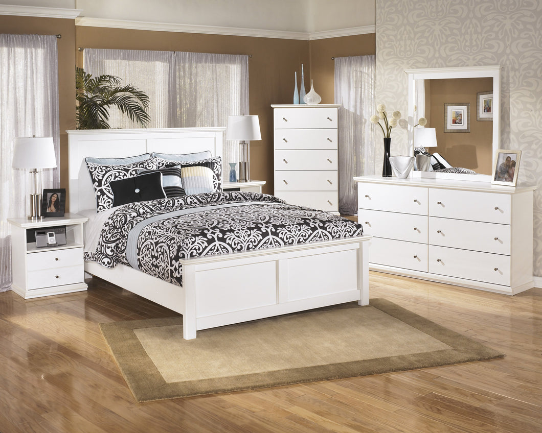Buckwick Shoals Casual White Bedroom Set: Queen Bed, Dresser, Mirror, 2 Nighstands, Chest