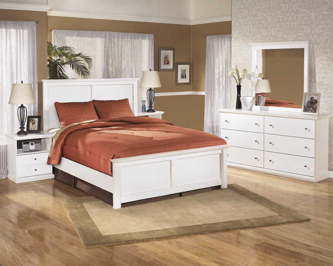 Buckwick Shoals Casual White Bedroom Set: Queen Bed, Dresser, Mirror, 2 Nighstands