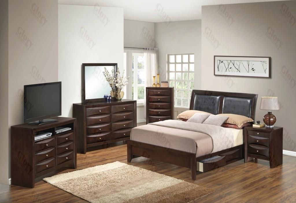 G1525DDKSB2NTV2 3 Piece Set including King Size Bed, Nightstand and Media Chest in Cappuccino