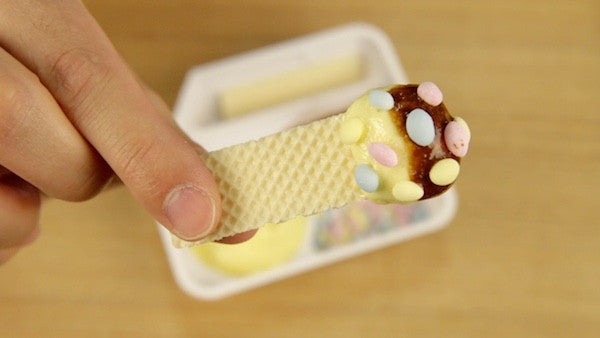 Parfait Parfait Neruneru wafers dipped in sticky candy and sprinkles