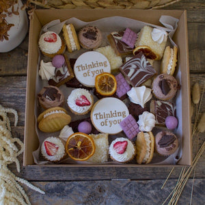 Desserts & Flowers Gift Pack