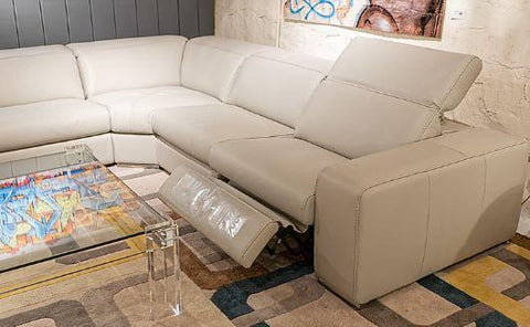 i775 5 Piece Power Motion Sectional - Incanto