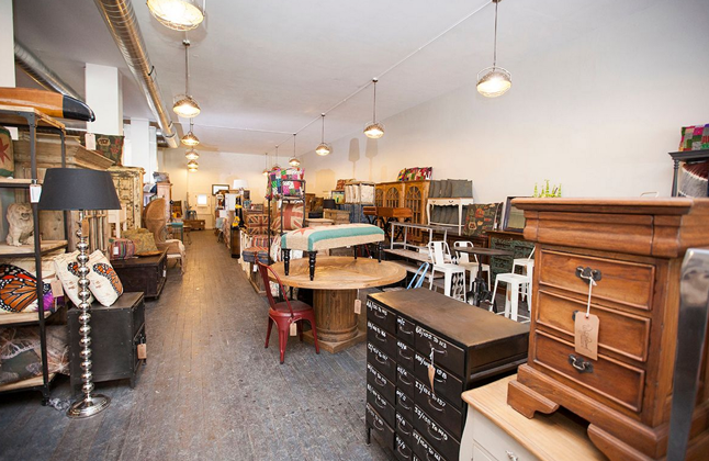 Wrigleyville furniture store chicago il 60613 for Furniture mall