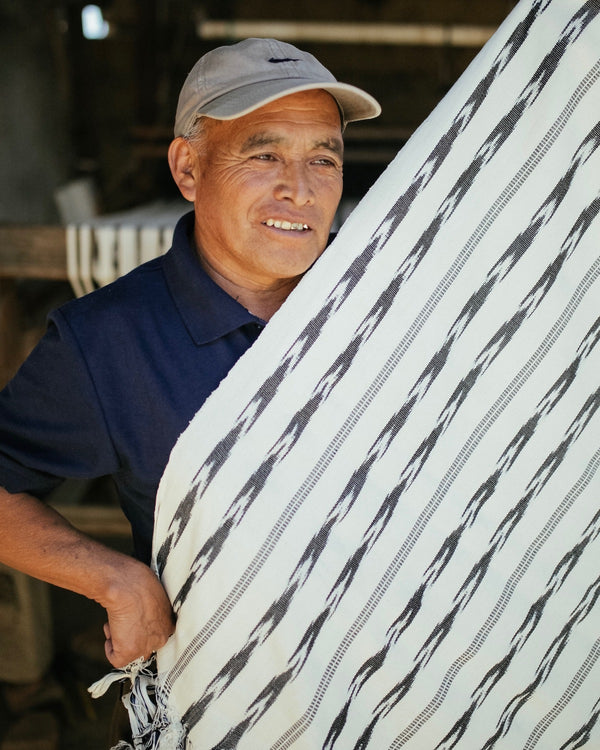 Artisan Manuel showing the Story of Source Jaspe Bed Blanket fabric