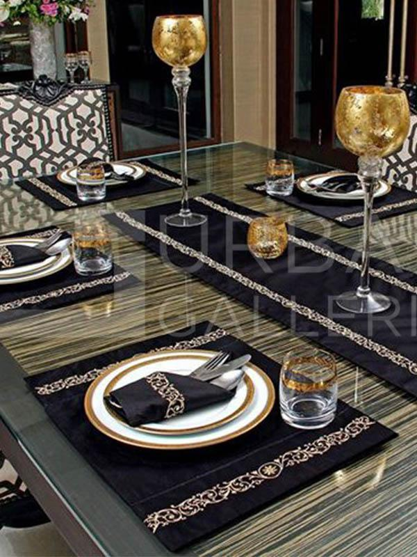 Beauty in Black Table Placements