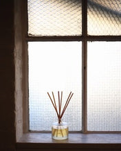 Load image into Gallery viewer, Rathbornes Dublin Tea Rose, Oud & Patoucli Scented Reed Diffuser