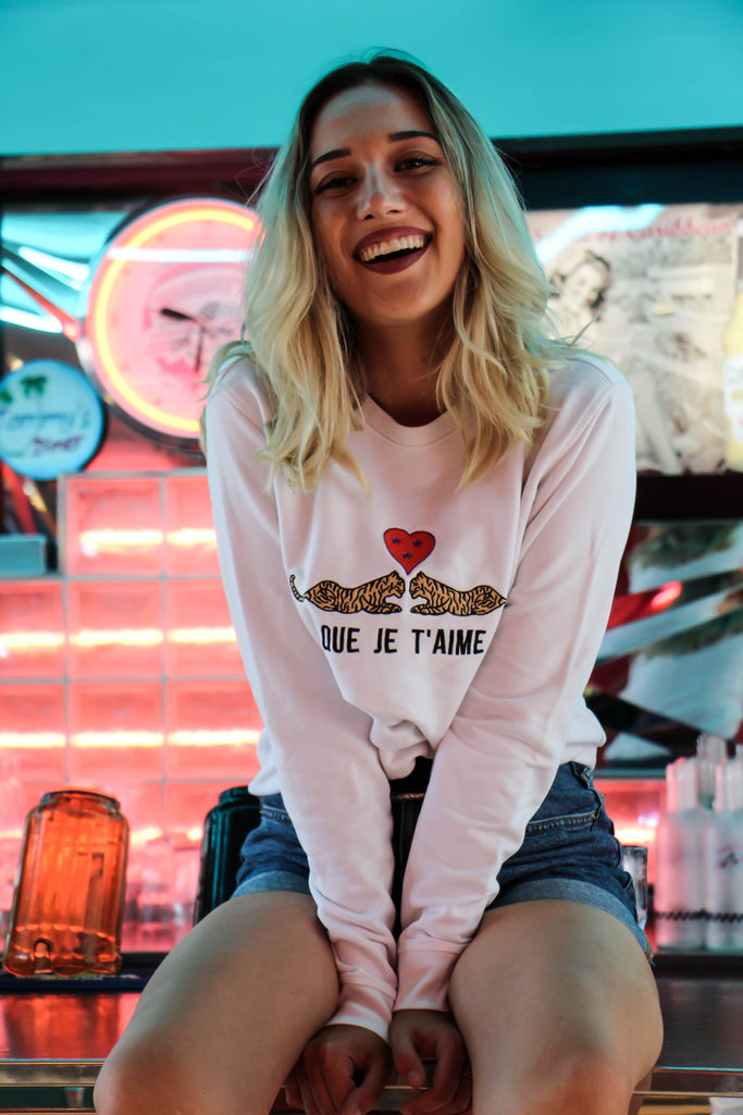 sweatshirt brodé - Que je t'aime - kaipih - love songs collection - broderie française - coton bio - mode éthique - marque responsable - made in france - go for good - eco is the new chic