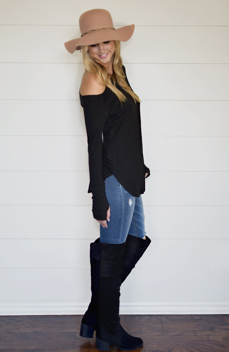 PLUS-OFF SHOULDER THUMBHOLE TOP